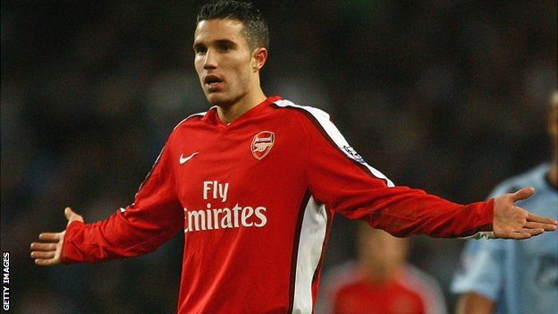 Robin van Persie: Manchester Utd's bid for Arsenal striker stalls||||23||||اخبار - EN